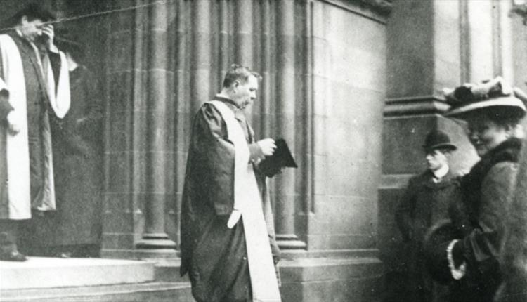 File:1905-04-07-arthur-conan-doyle-leaving-st-giles-cathedral-edinburgh-after-receiving-lld.jpg