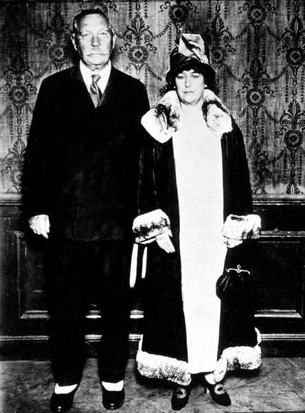 File:1928ca-arthur-and-lady-conan-doyle.jpg