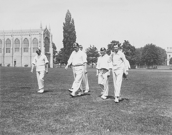 File:1901-06-06or07-arthur-conan-doyle-cricket-incogniti-vs-cheltenham-with-team.jpg