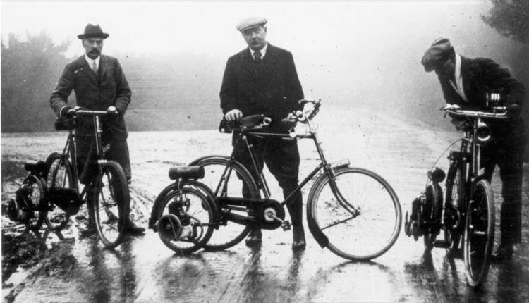 File:1913-07-arthur-conan-doyle-autowheel-with-f-g-guggisberg-and-mr-st-quentin.jpg