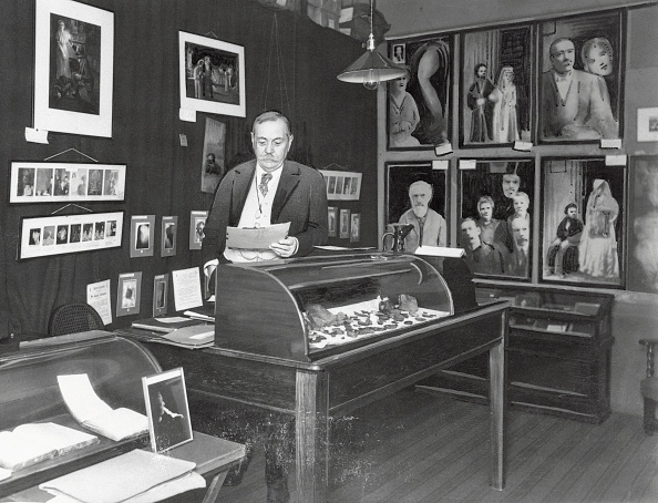 File:Strand-1927-05-acd-in-the-psychic-museum.jpg