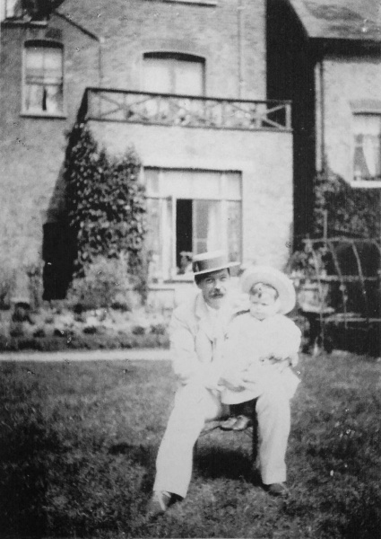 File:1894-arthur-conan-doyle-and-kingsley-in-the-garden-at-tennison-road.jpg