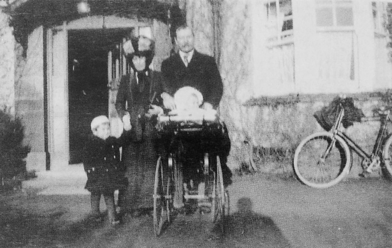 File:1910-arthur-conan-doyle-with-jean-denis-and-adrian-in-pram.jpg