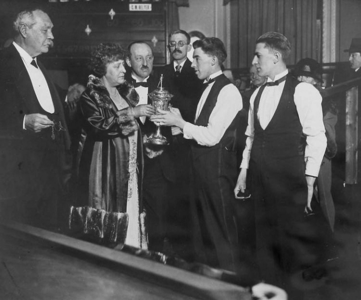 File:1926-arthur-and-jean-conan-doyle-at-the-english-amateur-billiards-championship.jpg
