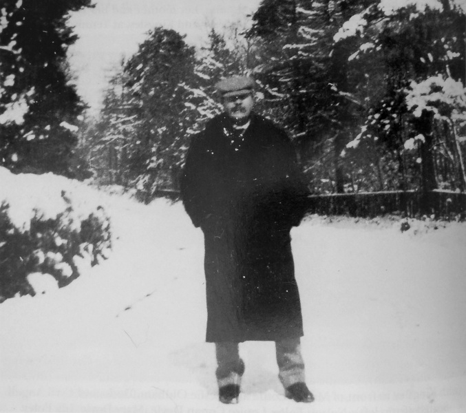 File:1894-arthur-conan-doyle-in-snow.jpg