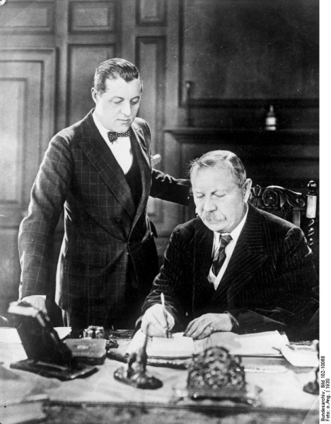 File:1930-arthur-conan-doyle-with-adrian.jpg