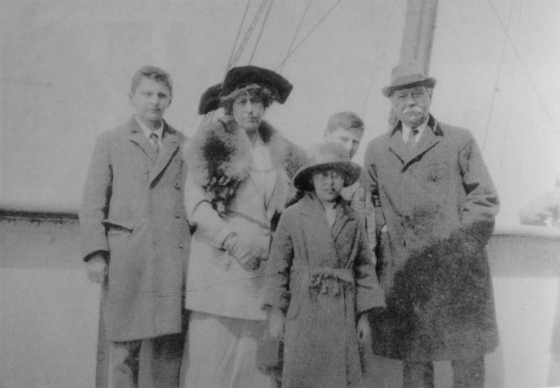 File:1923-04-03-sir-arthur-conan-doyle-and-family-ship-olympic4.jpg