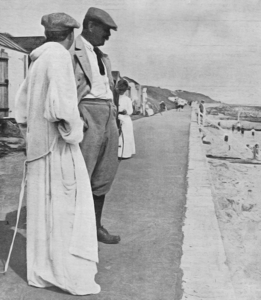 File:1913-arthur-conan-doyle-with-seymour-hicks-at-frinton-on-sea.jpg