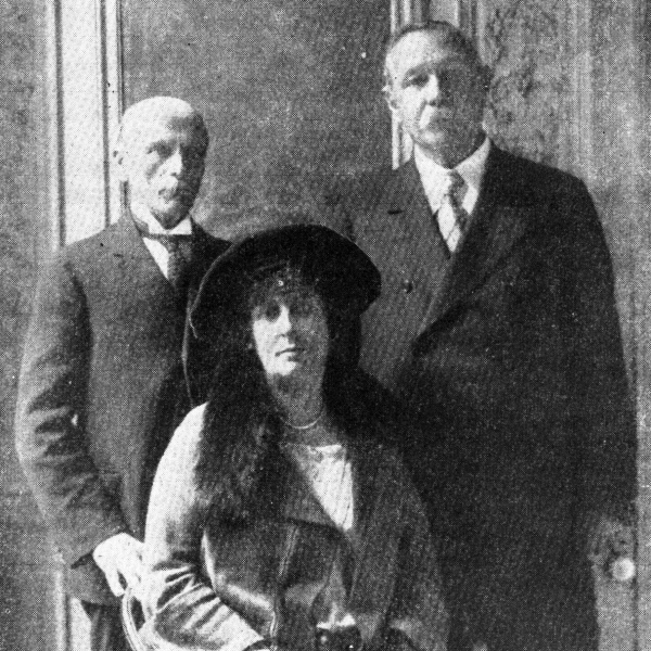 File:1920ca-jean-and-arthur-conan-doyle-with-jean-meyer.jpg