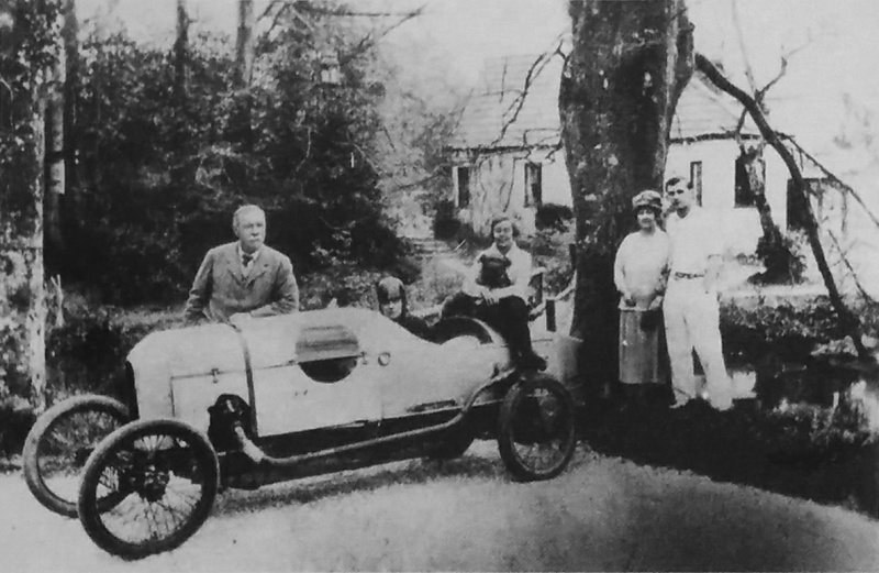 File:1925-1930-arthur-conan-doyle-and-family-at-bignell-wood.jpg
